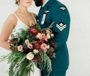canadian_wedding_floral_bouquet_couple